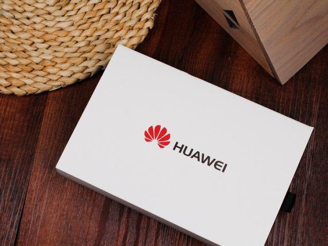 Huawei поздравила подписчиков в Twitter с айфона