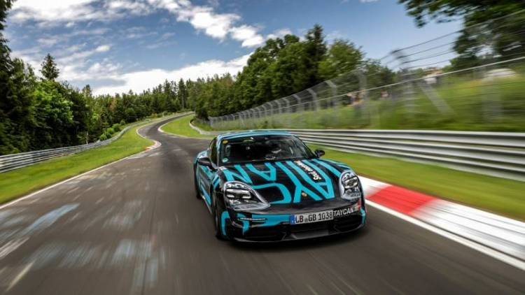 Новый Porsche Taycan против старой Tesla Model S: кто быстрее?