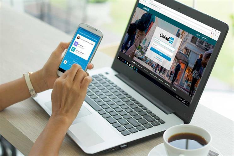 "Платформа LinkedIn тестирует ""Истории"" Snapchat"