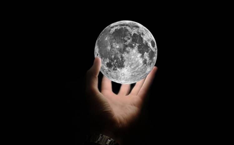 hands on moon